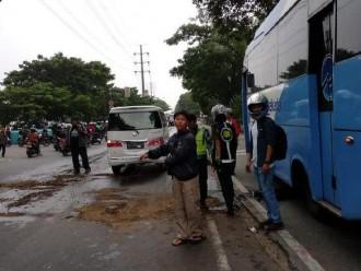 Benda Tajam Tidak Sengaja Mengenahi Tangki Oli Bus